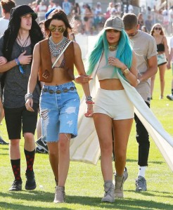 Kendall-and-Kylie-Jenner_-Coachella-Music-Festival-2015--10-662x804